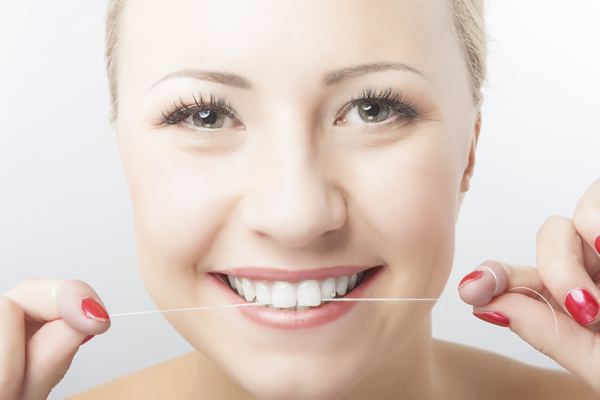 flossing to help oral hygiene